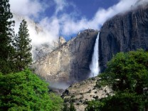 Yosemite National Park — Waterfalls. Photo © Dewi Nurul